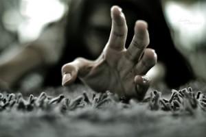 La marca de las manos en la espalda
